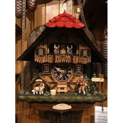 Chalet Clock of the Year Walker With Dog - Hones - 2017-1
